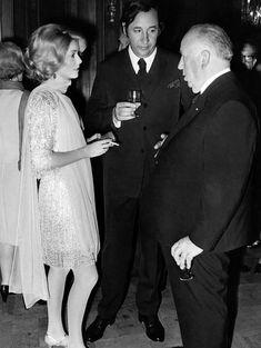 Avec Alfred Hitchcock et Philippe Noiret en 1969, lors d'une réception en l'honneur du réalisateur britannique lauréat de l'Ordre des arts e...