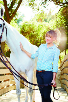 button down shirt, jeans & a pretty pony tail #LaurenConrad
