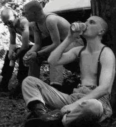 Skinhead Traditional Spirit: Skinhead Boys ( Fotos En blanco y negro) Parte 1 Skinhead Men, Skinhead Boots, Skinhead Fashion, Punk Fashion, Skin Head, Punk Goth, Process Art, Psychobilly, Rockabilly