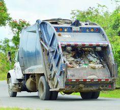 Residentes de Bayamón se quejan de basura acumulada en instituto...