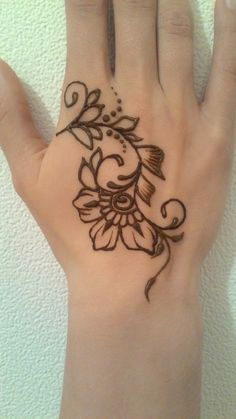 49 Beautiful Henna Tattoo Designs For Girls To Try At least Once - Torturein Egypt Henna Tattoo Designs Arm, Cool Henna Designs, Simple Henna Tattoo, Henna Tattoo Hand, Mehndi Designs For Beginners, Henna Body Art, Beautiful Henna Designs, Mehndi Designs For Hands, Tattoo Designs For Girls