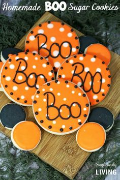 Just in time for Halloween you can make your own Homemade BOO Sugar Cookies! Fun Halloween Treats, Halloween Crafts For Kids, Halloween Cookies, Easy Halloween, Holidays Halloween, Halloween Decorations, Halloween Party, Halloween Tricks, Halloween 2016