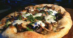 6 endroits où manger de la bonne pizza à Montréal Restaurant Montreal, Restaurants, Vegetable Pizza, Tacos, Mexican, Dining, Coups, Vegetables, Ethnic Recipes