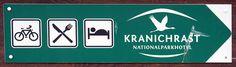 Ein Abend bei den Kranichen am Rederangsee | Hinweisschild zum Nationalparkhotel Kranichrast (c) Frank Koebsch