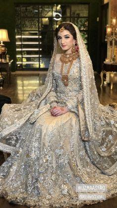 Beautiful off white Bridal Lehenga Latest Bridal Dresses, Bridal Mehndi Dresses, Walima Dress, Pakistani Wedding Outfits, Indian Bridal Outfits, Bridal Dress Design, Pakistani Bridal Dresses, Pakistani Wedding Dresses, Bridal Lehenga