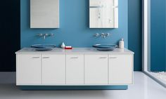 A series of regionally inspired kitchen and bath ideas pairing Benjamin Moore paint colors and innovative Kohler fixtures. Blue Paint Colors, Bathroom Paint Colors, Color Blue, Hue Color, Wall Colors, 72 Vanity, Kohler Vanity, Benjamin Moore Blue, Parque Industrial