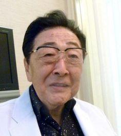 † Akira Tago (90) 06-03-2016  De ontwerper achter de puzzels in de Professor Layton-games, Akira Tago, is op 6 maart op 90-jarige leeftijd overleden door de gevolgen van een longontsteking.