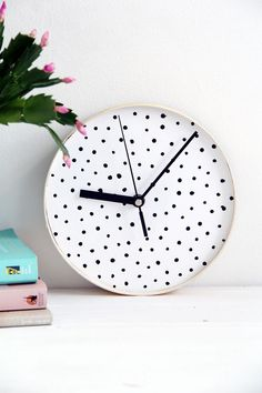 Design Sponge Spotted Clock 4