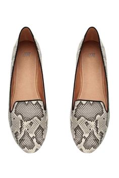 Loafers: Loafers with rubber soles. H&m Shoes, Loafer Shoes, Cute Shoes, Me Too Shoes, Shoe Boots, Loafers, Flat Shoes, Snake Skin Shoes, Black Suede Pumps
