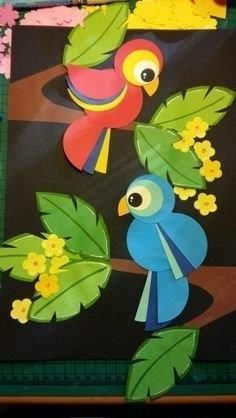 Colorful and fun twirling parrot craft for kids. Great bird craft for a jungle theme unit, fun kids crafts and jungle crafts for kids. Kids Crafts, Preschool Crafts, Diy And Crafts, Arts And Crafts, Paper Crafts, Preschool Kindergarten, Fabric Crafts, Decoration Creche, Board Decoration
