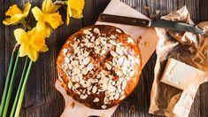 """Upečte si """"mazanec na míru""""! Známe nejlepší recepty na kynutý, snadný tvarohový ibramborový bezlepkový bochánek, takže si Velikonoce (alespoň co se pečení týče) můžete letos vychutnat přesně podle svého gusta. Camembert Cheese, Dairy, Bread, Food, Brot, Essen, Baking, Meals, Breads"""