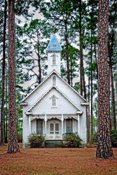 Old Ruskin Church, Ware County, Georgia, USA - Circa 1895 - Noted for Victorian architecture Abandoned Churches, Old Churches, Catholic Churches, Church Pictures, Old Country Churches, Take Me To Church, Church Architecture, Victorian Architecture, Les Religions