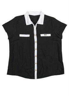 Camisa Bicolor Lunender Plus Preto Reativo. Camisa plus tecido soft tem gola com delicados detalhes em strass para deixar a peça mais sofisticada. Sua modelagem soltinha disfarça gordurinhas.