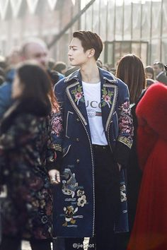SHINee's Minho Looked Like Royalty In This Unusual Coat At Gucci's Fashion Unveiling — Koreaboo