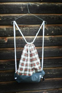 Gymbag made of an old skirt and jeans. Old Clothes, Drawstring Backpack, Skirt, Jeans, Fabric, Tejido, Ropa Vieja, Drawstring Backpack Tutorial, Rock