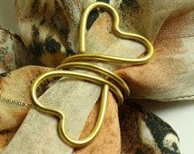 Geschenk Hochzeit - Wedding gift as a Napkin Ring or a Scarf Slide Scarf Ring in Gold for valentin. Scarf Rings, Scarf Jewelry, How To Make Purses, Make And Sell, Wire Wrapped Jewelry, Metal Jewelry, Bride Gifts, Wedding Gifts, Gold Napkin Rings