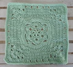 """Square Around a Flower 12"""" afghan square -  free crochet granny square pattern"""