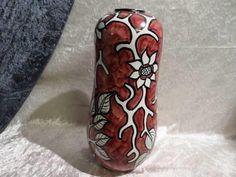 Stor flott gammel PLØEN vase. - Selges av kobolt fra Stavanger på QXL.no. Stor gammel PLØEN vase i rødt med sort og hvitt mønster 30 cm høg.