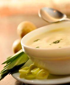 Sopa de batata com alho poró.