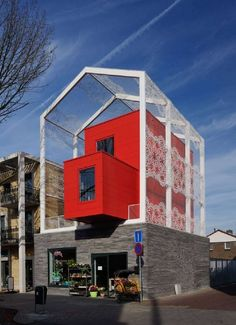Красные здания на улицах Эйндховена