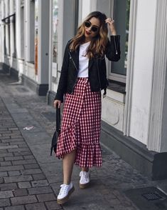 Never Failed Chic Long Sleeve ang Mini Skirt Outfits Ideas Long Skirt Outfits, Modest Outfits, Modest Fashion, Fashion Outfits, Modest Wear, Business Casual Outfits, Cute Casual Outfits, Casual Dresses, Skirt And Sneakers