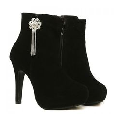 Fashion Style Pendant and Suede Design Women's Short Boots  http://www.nastydress.com/pg/10446.html