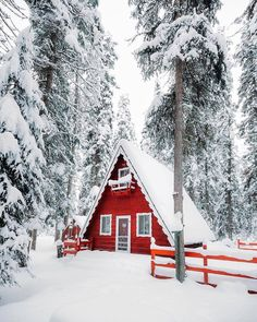 An A-frame cabin near Echo Lake, Montana Photographed by Rishad Daroowala - Modern and Vintage Cabin Decorating Ideas, Small Cabin Designs, Cabins Interior and Decor Inspiration A Frame Cabin, A Frame House, Winter Cabin, Cozy Cabin, Cabin Tent, Winter House, Cabin Homes, Log Homes, Ideas De Cabina