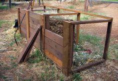 Chicken wire and deck boards make this DIY compost bin