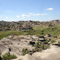 Dinosaur Provincial Park  In addition to its particularly beautiful scenery, Dinosaur Provincial Park – located at the heart of the province of Alberta's badlands – contains some of the most important fossil discoveries ever made from the 'Age of Reptiles', in particular about 35 species of dinosaur, dating back some 75 million years.