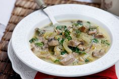 Choose between making the traditional Easter soup with lamb offal, or a more modern beef or vegetarian mushroom-based version. Greek Easter, Greek Beauty, Easter Traditions, Greek Recipes, Cheeseburger Chowder, Lamb, Greece, Stuffed Mushrooms, Vegetarian