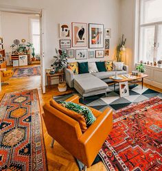 Bohemian Style Interior Design Ideas for Your Homes Mid Century Living Room, Home Living Room, Living Room Designs, Living Room Decor, Living Spaces, Small Living, Quirky Living Room Ideas, Colorful Living Rooms, Colorful Rugs