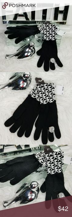 ❤LAST 2❤MICHAEL KORS GLOVES MITTENS BLK / WHITE 🌟Trusted Seller 🌟Poshmark Ambassador 🌟100 %Authentic MICHAEL Kors  Brand new with tags  Fabulous & chic Michael Kors black & WHITE gloves. Make these fabulous mittens a staple item for your winter wardrobe or give it as a gift to someone you care for!  More fabulous MK accessories in my closet   Christmas holiday stocking stuffers present birthday anniversary hat beanie MK gift logo logos scarf Michael Kors Accessories Gloves & Mittens