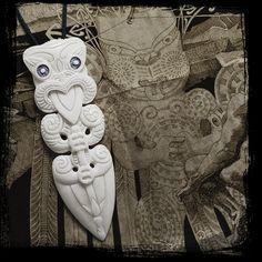 Maori Necklace, New Zealand Tribal Bone Carving Pendant, Handmade by Tuwharetoa Bone® Native Taiaha Weapon, Spearhead Design Abstract Sculpture, Wood Sculpture, Bronze Sculpture, Maori Words, Maori Designs, Warrior Spirit, Maori Art, Paua Shell, Polynesian Culture