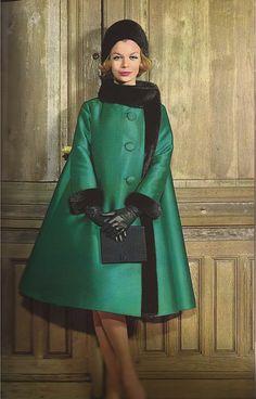 Femme Chic Fur 1962 Christian Dior way cute! Christian Dior Vintage, Vintage Dior, Vintage Couture, Vintage Mode, Vintage Glamour, Vintage Beauty, Vintage Hats, Vintage Ideas, 1960s Fashion