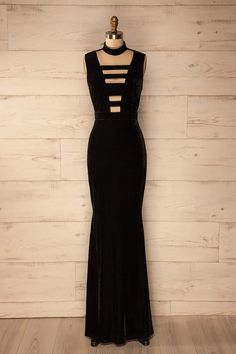 Robe de velours noir avec décolleté plongeant - Black velvet maxi dress with plunging neckline