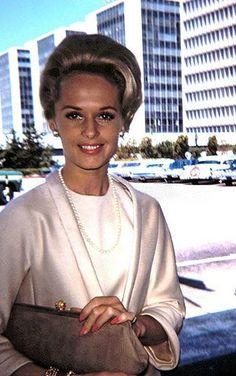 Tippi Hedren always stylish. Old Hollywood Glamour, Golden Age Of Hollywood, Vintage Hollywood, Hollywood Stars, Classic Hollywood, Classic Actresses, Actors & Actresses, Tippi Hedren, Actor Studio