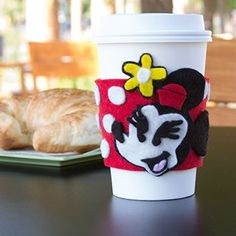Minnie Mouse Drink Sleeve. Template for Minne's face. Can be used as an embellishment for scrapbook page