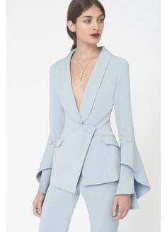 Bell Ruffle Tailored Blazer in Hellblau - Deutsche Kleidung Mode Office Fashion, Work Fashion, Fashion Details, Fashion Design, Suit Fashion, Hijab Fashion, Fashion Dresses, Tailored Fashion, Maxi Dresses
