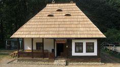 O casa exact ca a bunicilor, dar nou-nouta. Village House Design, Village Houses, Old Country Houses, Old Houses, Sauna Design, Natural Homes, A Frame House, Concept Home, Facade House