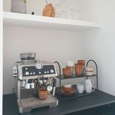 158 vind-ik-leuks, 58 opmerkingen - Sandra (@huize_kapitein) op Instagram: '《First I drink the coffee, then I do the things》 Ben jij een coffeelover of meer van de thee? Ik…' Coffe Bar, Coffee Bars In Kitchen, Copenhagen, Sweet Home, Kitchen Appliances, Decorations, Inspiration, Home Decor, Houses