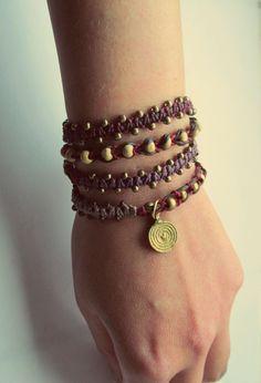 Wickel Armband mit vielen Messingperlen und Holzperlen in verschiedenen rot…