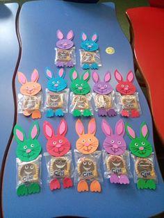 Karne hediyeleri 😍 Science For Kids, Diy And Crafts, Envelope, Preschool, Gifts, Easter Card, Ideas, Easter, Magic