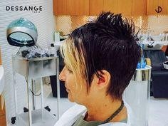 Spice up hot summer days by adding highlights to your haircut. Visit Dessange Paris- Muscat for this beautiful hairstyle. For more information, call us at +96894018416. #Dessange #HairStyle #Haircut #Oman #HairStyling #HairMakeOver New Hair Colors, Cool Hair Color, Professional Hair Salon, Hair Extension Salon, Coloring Tips, Muscat, Summer Days, Spice Things Up, Hair Extensions