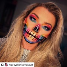 Are you ready for the idea of Halloween makeup looks? So, let's take a look at the best Halloween make-up we have. makeup the Best Halloween Makeup Looks to Copy This Year Halloween Makeup Clown, Masque Halloween, Halloween Tags, Halloween Makeup Looks, Halloween Tricks, Maquillage Halloween Simple, Creative Makeup Looks, Natural Lipstick, Make Up Looks