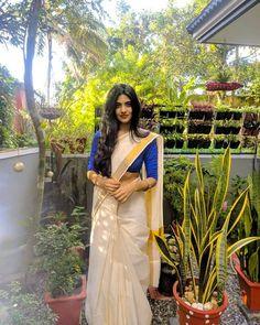 Simple Saree Designs, Half Saree Designs, Stylish Dress Designs, Kasavu Saree, Sabyasachi Sarees, Set Saree Kerala, Kerala Engagement Dress, Kerala Saree Blouse Designs, South Indian Wedding Hairstyles