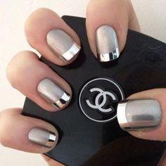 #Tendencia Uñas metalizadas para las fiestas navideñas ¿si o no? #nailsart #beauty #belleza #friendsfluencers #nails #metallic