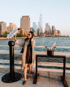 The top 20 Instagram spots in New York City: Pier 34, one of the best places to photograph the sunset in NYC. Sunset In Nyc, Best Sunset, Nyc Instagram, Instagram Tips, Brooklyn Bridge Park, Places In New York, Washington Square Park, New York City Travel, Usa Travel