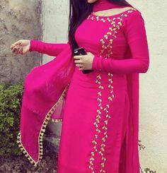 5 Dress Styles That Will Make You Look Thinner – Shopping Fashion Punjabi Suit Boutique, Punjabi Suits Designer Boutique, Indian Designer Suits, Designer Salwar Suits, Boutique Suits, Designer Dresses, Punjabi Suits Party Wear, Party Wear Indian Dresses, Dress Indian Style