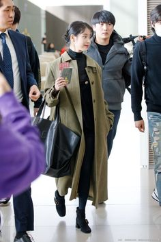 Blackpink Fashion, Asian Fashion, Fashion Outfits, Womens Fashion, Girl Celebrities, Celebs, Airport Style, Airport Fashion, Korean Singer