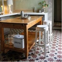 Products Charles Ghost Hocker Kartell The Beauty Of Hardwood Floors There are homes that adopt a mod Console, Kartell, Lounge Decor, Take A Seat, Formal Living Rooms, Floor Cushions, Corner Sofa, Diy Furniture, Family Room